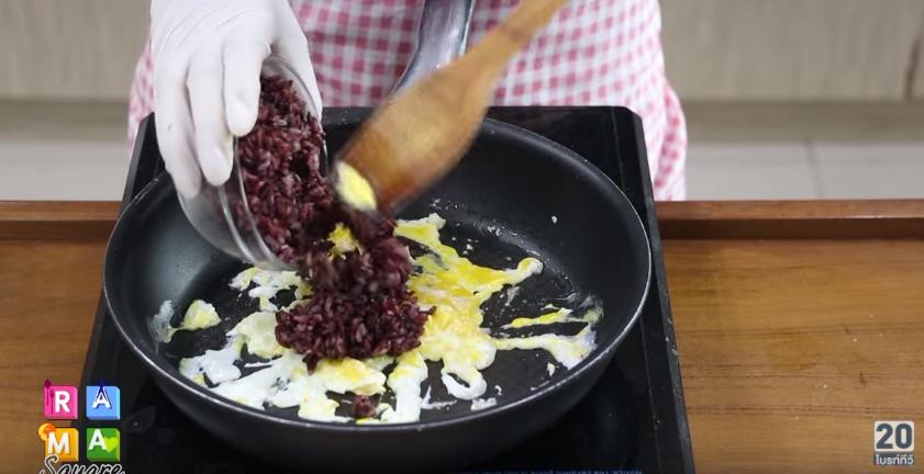 ไรซ์เบอร์รี่ผัดไข่ : สูตรอาหารสุขภาพ (รูป 5/15)