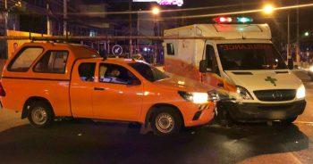 รถขนผู้ป่วยโควิดถูกชน